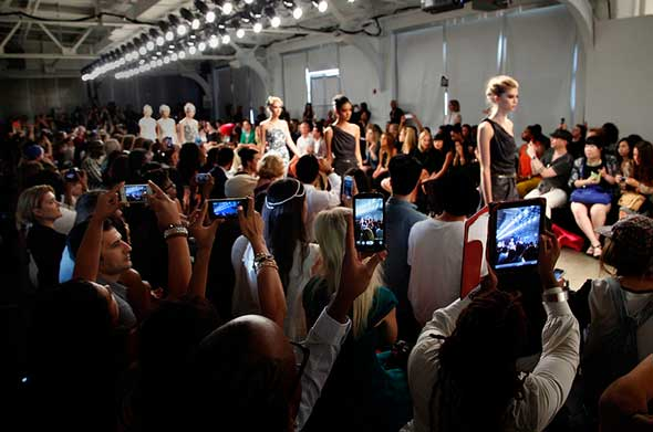FASHION-STREAMING-PERISCOPE-NYFW-NYFW15-02-NETHUNTING